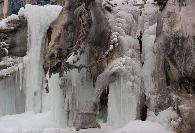 Fontaine-chevaux-terreaux-gelés